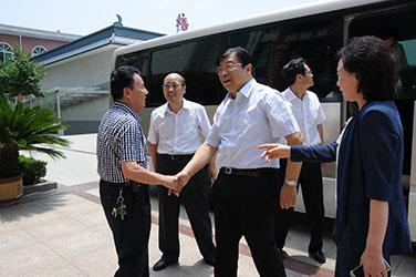 2015年7月2日,河南省副省长张广智到磴槽韦德国际网调研